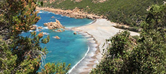 Escapada a una playa aislada del mundo